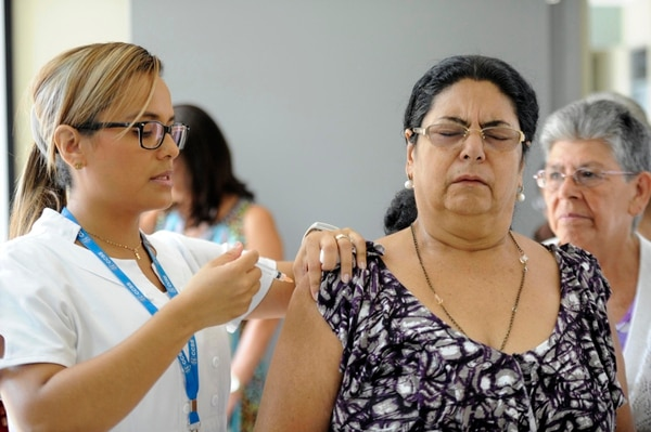 Solo dos de los muertos estaban vacunados. La CCSS aconseja a los adultos mayores ponerse la vacuna contra la gripe. | ARCHIVO / DIANA MÉNDEZ
