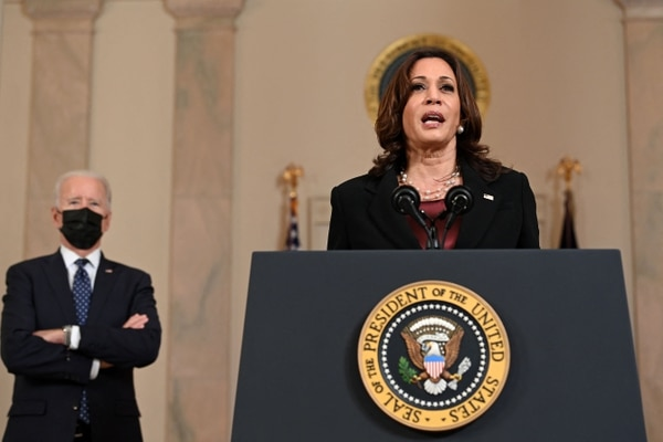 La vicepresidenta Kamala Harris pronunció sus comentarios sobre el veredicto de culpabilidad contra el expolicía Derek Chauvin, en la Casa Blanca, en Washington, el 20 de abril del 2021. Foto: AFP