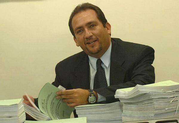 El director del Registro Electoral, Héctor Fernández, anunció que la información que se eliminará de las papeletas de diputados para el 2014 estará disponible en la página web del TSE y en carteles en cada mesa de votación el 2 de febrero entrante.
