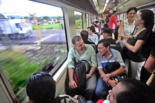 El tren urbano se convirtió en una opción de movilidad para conectar Heredia y Cartago con San José. | ALEXÁNDER OTÁROLA /ARCHIVO