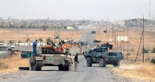 Fuerzas iraquíes avanzaban el viernes mientras combatían contra el Estado Islámico cerca de Baiji, en el norte del país.