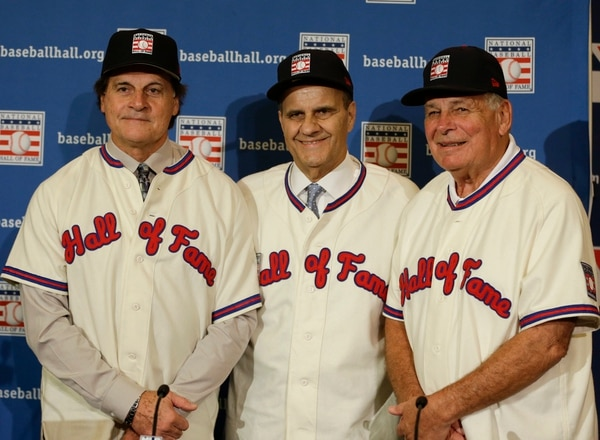 Tony La Russa, Joe Torre y Bobby Cox, imgresaron al Salón de la Fama del béisbol.