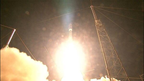 El lanzamiento del satélite se hizo desde el Centro Espacial Kennedy, en Cabo Cañaveral, Florida. Un problema en el vehículo de lanzamiento retrasó la misión una hora.