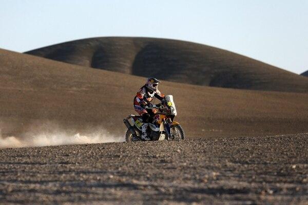 El piloto español Marc Coma en acción durante la undécima etapa del rally Dakar entre las localidades chilenas de Antofagasta y El Salvador.