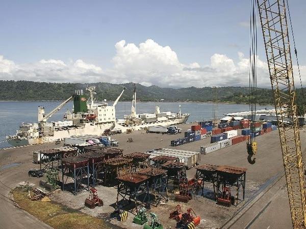 El puerto Caldera opera bajo el modelo de concesión, y en los próximos 30 meses se debe construir un nuevo muelle granelero, junto al actual. | ARCHIVO.