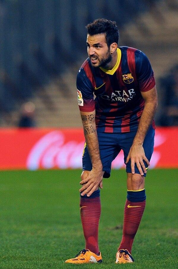 Cesc Fábregas marcó dos tantos en la goleada sobre el Betis (1-4), pero terminó con problemas en el ligamento lateral interno de su rodilla derecha.
