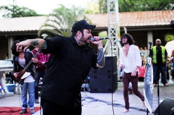 Pato Machete, miembro fundador de Control Machete, dio un espectáculo previo y cantó junto a Cocofunka en el cierre. | MARCELA BERTOZZI