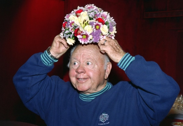 Mickey Rooney falleció este domingo a los 93 años