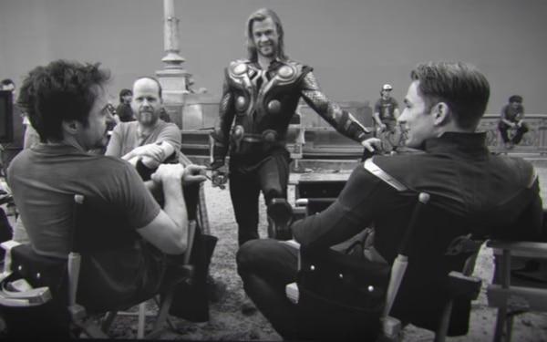 Imágenes de películas pasadas de los Vengadores se ven en el adelanto de la película.