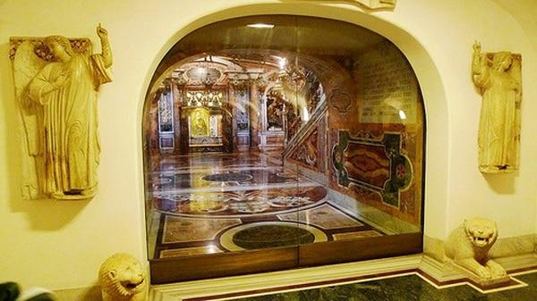Tumba de san Pedro en la basílica homónima en la Ciudad del Vaticano.