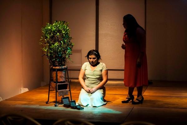 'La máquina de abrazar' es protagonizada por Jennife Barboza y Sylvia Sosa