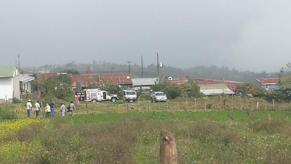 A las 2:20 p. m. los cuerpos de socorro y la Policía seguían en el sitio, en las labores de extracción.