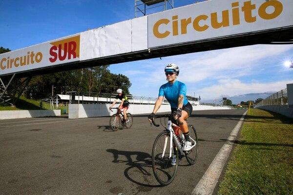 La atleta Mari Om durante uno de sus entrenamientos en Circuito Grupo Sur, en Parque Viva.