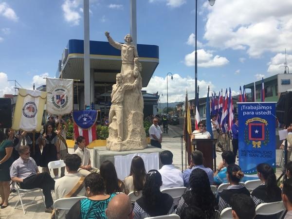 La escultura es del artista Edgar Zúñiga.