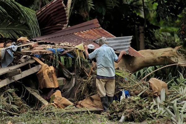 Emergencia en Matina por las fuertes lluvias e inundaciones. Otto se convirtió en huracán este martes a las 2:46 p. m. Albert Marín.