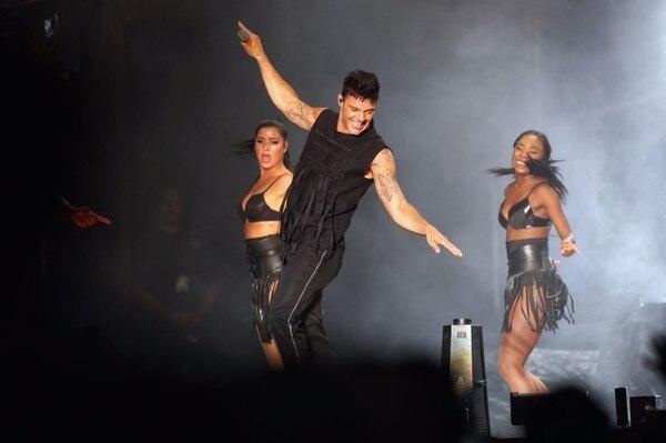 El sensual hombre de 45 años bailó y cantó con una energía envidiable.
