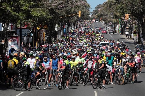 Gran cantidad de ciclistas se reunieron en el parque la la Sabana en San José para hacer un recorrido hasta Tres Ríos. Foto: Alonso Tenorio