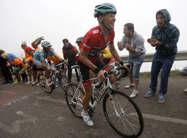 Horner alcanzó ayer en el ascenso del Angliru aumentar la diferencia con el italiano Nibali y dejar casi sentenciada la edición 68 de la Vuelta. | EFE