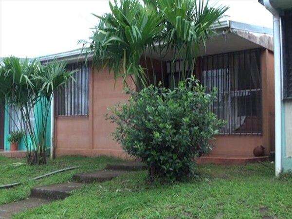 Mujer sacó a familia del albergue de la Comisión Nacional de Emergencias (CNE) | JOSUÉ HERNÁNDEZ.