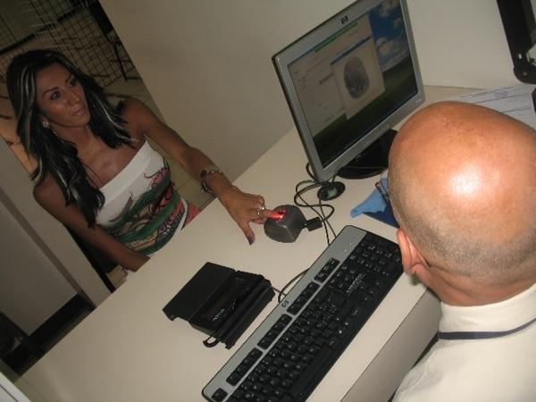 Natalia Porras obtuvo su cédula con apariencia femenina desde setiembre del 2009, luego de una larga lucha para que se le reconociera su identidad de género. Archivo Nación