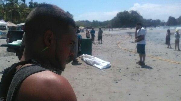 El cuerpo de Corrales fue levantado poco antes del mediodía por la Policía Judicial.