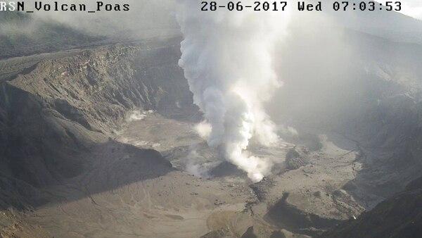 La erupción de este miércoles alcanzó los 2.000 metros de altura.