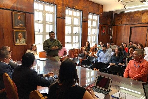 Empresarios de agus termales se reúnen con autoridades de Salud para buscar conjuntamente medidas que eviten infecciones por amebas. Foto: Cortesía del Ministerio de Salud