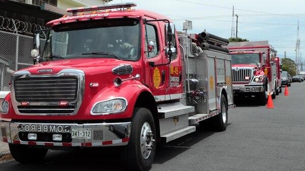 El incendio fue atendido por dos unidades extintoras, un cisterna y una ambulancia. Foto: Alonso Tenorio