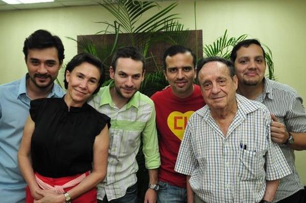 los muchachos de La 1/2 Docena con Florinda Meza y Roberto Gómez. Foto: Cortesía.
