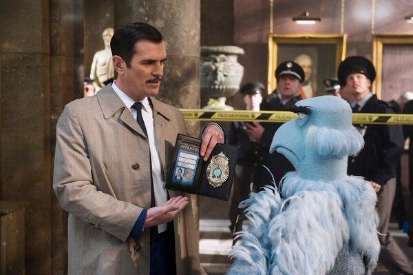 Tras la pista. Como un agente de la Interpol, el actor Ty Burrell participa en Los Muppets: los más buscados . Romaly para LN