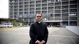 Sanción a cura Sixto Varela pone fin a misas en latín