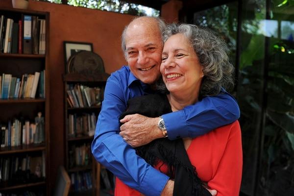 Leonardo Perucci con su esposa Arabella Salaverry, escritora, actriz y gestora cultural costarricense. Foto: Melissa Fernández Silva/Archivo LN