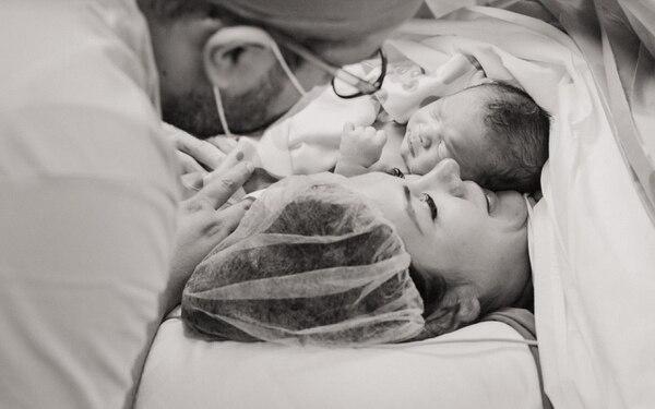Momento en el que Montserrat y su esposo conocieron a su hijo. Foto: Viviana Vieto/ Montserrat Del Castillo para LN