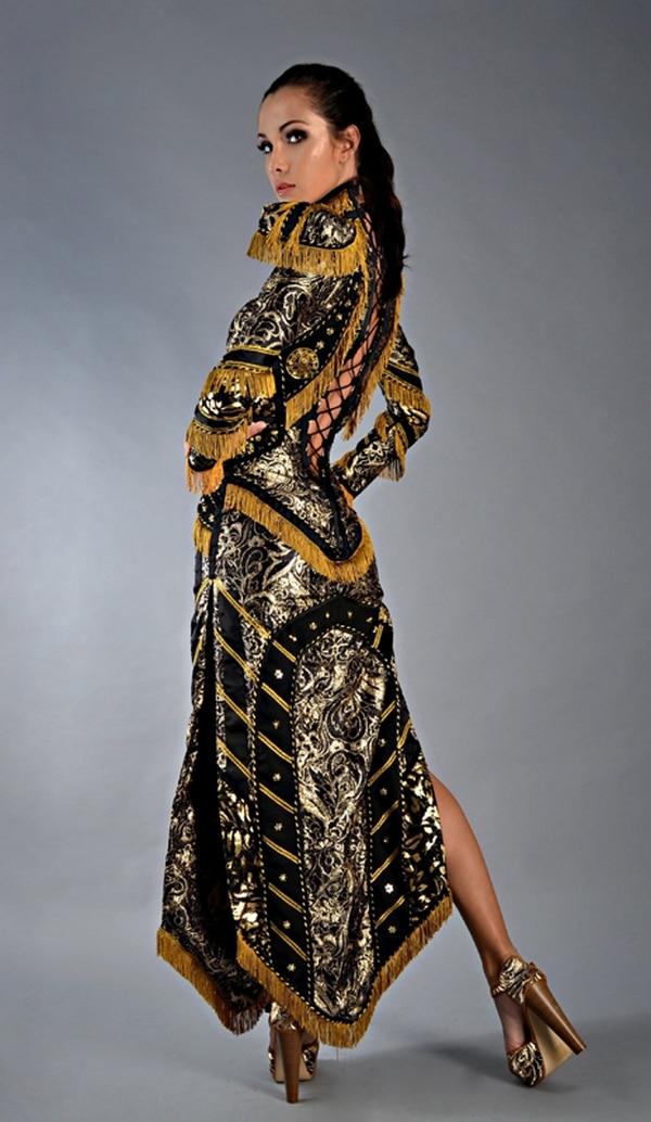 Este vestido con un Escudo Nacional fue muy criticado e incluso señalado por la Cancillería. Foto: Archivo/Cortesía de Daniel Moreira