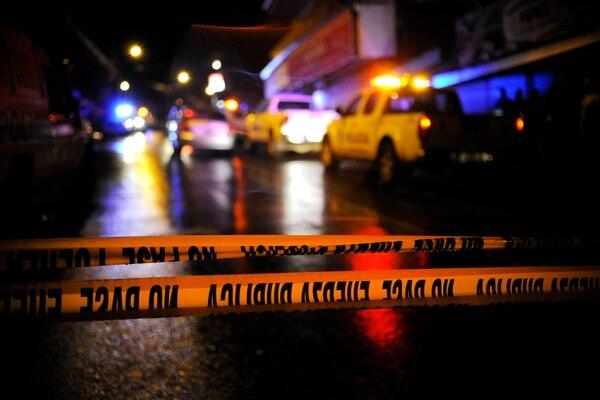 Uno de los homicidios se produjo la noche de este miércoles dentro de una licorera en barrio el Nazareno en Ipís de Goicoechea. Foto con fines ilustrativos de Rafael Murillo.