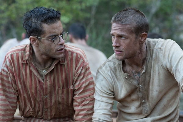 Rami Malek y Charlie Hunnam protagonizan 'Papillon, la gran fuga' (2018).