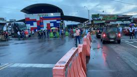 Gobierno pide a transportistas levantar bloqueo en Paso Canoas