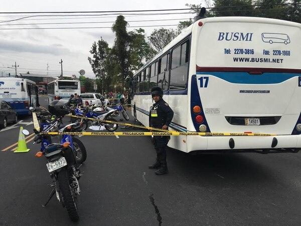 La Fuerza Pública custodió la escena en espera de los agentes judiciales.