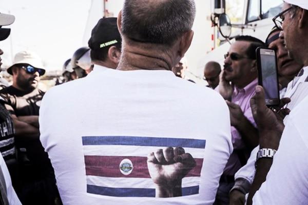Los traileros protestaron en las cercanías de Casa Presidencial por la presencia de sus colegas centroamericanos que cobran más barato y no pagan cargas sociales en Costa Rica.
