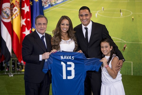 Costa Rica's international goal keeper Keylor Navas, centre right, his wife, Andrea Salas, centre, Real Madrid President Florentino Perez, left, and daughter Daniela, pose during his official presentation at the Santiago Bernabeu stadium in Madrid, Spain, Tuesday, Aug. 5, 2014, after signing for Spanish soccer giants Real Madrid. (AP Photo/Andres Kudacki)