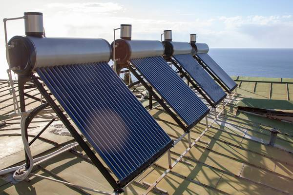 Diputados prohíben a empresas eléctricas privadas entrar en generación distribuida