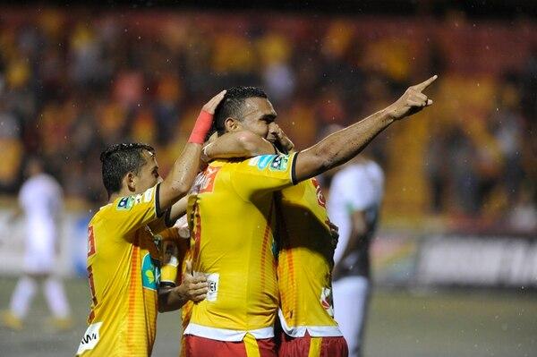 Lagos selló el triunfo. Su gol, el primero que anota en el torneo, puso el 2 a 0 en el marcador. | MARCELA BERTOZZI