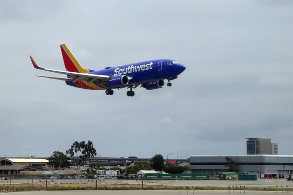 (FILES) In this file photo taken on May 24, 2018 a Southwest Boeing 737 lands at Los Angeles International Airport. - A Southwest Airlines flight headed from Seattle to Dallas was turned back mid-flight after it was discovered that a human heart had been left on board, officials said December 13, 2018. The plane had was over eastern Idaho -- around 600 miles (950 kilometers) into the journey -- when staff discovered the