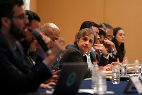 La periodista Carmen Aristegui (centro), quien el lunes dio una conferencia de prensa, es una de las afectadas por el espionaje gubernamental.