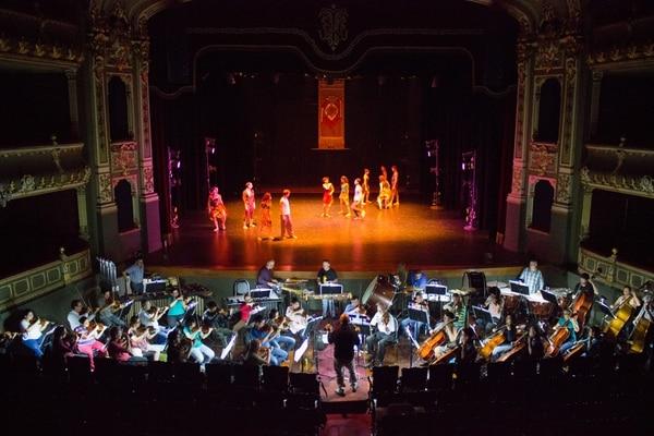 Ensayos. Durante esta semana, percusionistas y cuerdistas de la Orquesta Sinfónica Nacional practicaron junto al grupo de bailarines. Natalia Rodríguez.
