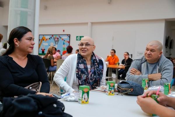 Algunos padres que compartieron desayuno e historias en el HNN fueron (de izquierda a derecha) Margot Pérez, Norma Salas y su esposo Roger Chavarría. Fotos: Mayela López.