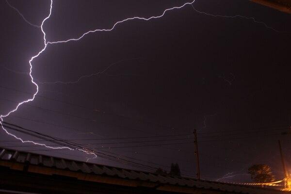 La caída de rayos ha provocado varios muertos y heridos en la presente época lluviosa.