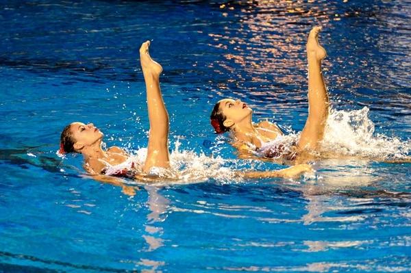 Fiorella Calvo (izq.) y Natalia Jenkins (der.) medallas de plata y bronce en el Campeonato Panamericano de Nado Sincronizado en California.