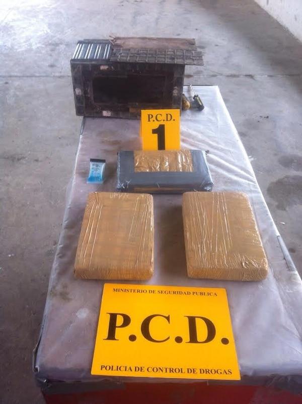 La PCD decomisó un cargamento de droga que iba oculta en la batería de un furgón en Peñas Blancas.