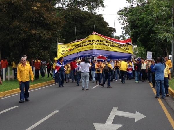 Trabajadores del ICE inician marcha.